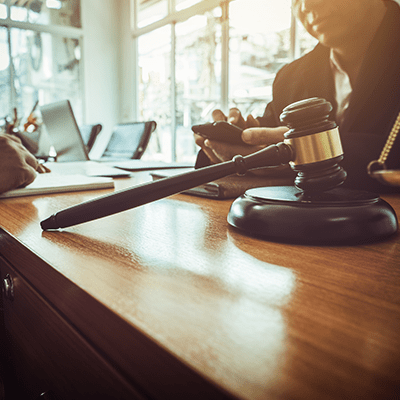 how much do employment lawyers for employees charge